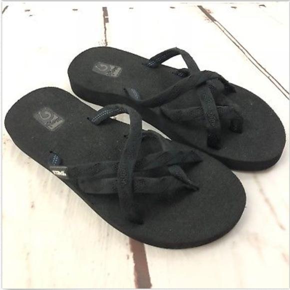 e4904e385ab65 Teva Olowahu Strappy Crossover Thong Sandals. M 5b5e8dc8c617773b659680bc
